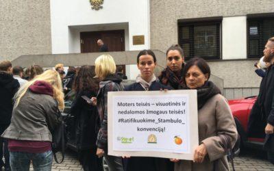 """Protestuojame prieš moterų žmogaus teisių """"iškarpymą"""""""