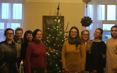 Vilniaus Moterų namų kolektyvas sveikina su Naujais 2019-ais metais!