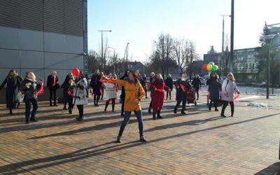 """Vilniaus Moterų namų kolektyvas dalyvavo kasmetinėje kampanijoje ,,Milijardas prieš smurtą"""""""