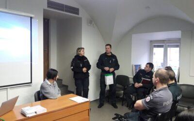 """Lapkričio 27 d. įvyko susitikimas – apskritojo stalo diskusija """"Smurtas artimoje aplinkoje kaip su lytimi susijęs smurtas"""" suVilniaus Trečiasis Policijos Komisariataspareigūnais."""